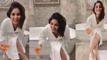 samyuktha menon bathroom dress